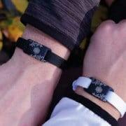 Schutz vor Elektrosmog am Handgelenk